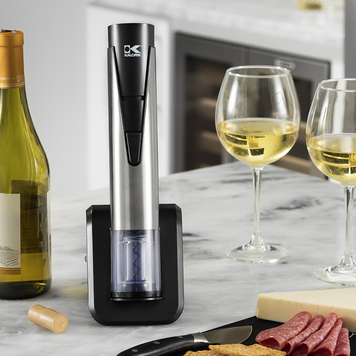 2-IN-1 ELECTRIC WINE OPENER AND PRESERVER Header Image